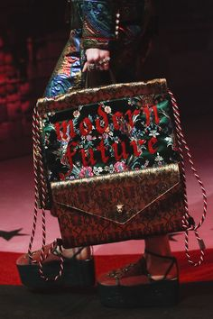 Gucci Spring 2017 Ready-to-Wear Accessories Photos - Vogue