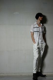 【スーパーストレッチデニムサルエルパンツ】スーパーストレッチのデニムパンツ。ポケットがサイドにふくらみ、ぬけ感のあるデザインです。