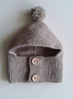 0ef6a06e3ff8 Bonnet-cagoule pour bébés de 1 à 24 mois tricoté main en laine avec pompon