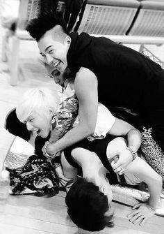 #BIGBANG G-Dragon , Daesung , TOP , Seungri , and Taeyang Come visit…