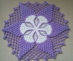 This Pin was discovered by Ünz Unique Crochet, Crochet Art, Thread Crochet, Crochet Crafts, Crochet Projects, Sewing Stitches, Crochet Stitches, Knitting Patterns, Crochet Patterns