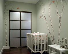 chambre de bébé mixte en gris silex et accents oranges