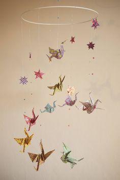 Mobile bébé origami suspension en spirale lustre chambre bébé  animaux oiseau cigogne étoile babyshower multicouleur de la boutique Parisdepapiers sur Etsy