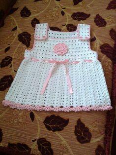 Tığ işi askılı bebek elbise modelleri