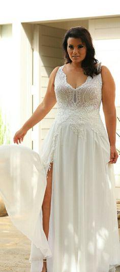 Plus suze simple wedding gown with lace top snd seductive slit. Chlor. STUDIO LEVANA. 2018