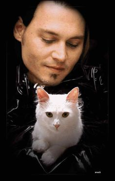 Johnny Depp and Cat -- I'm shy, paranoid, what word you want to use even more. I hate fame. I have done everything possible to avoid it. Crazy Cat Lady, Crazy Cats, I Love Cats, Cool Cats, Celebrities With Cats, Men With Cats, Animal Gato, Johny Depp, Son Chat