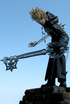 Words can not describe how awesome this Kingdom Hearts cosplay is!