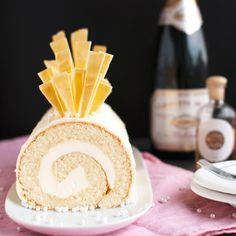 Champagne Cake Roll with Champagne Buttercream and White Chocolate (White Chocolate Bûche de Noël)-(French) Champagne Recipe, Champagne Cake, Beaux Desserts, Just Desserts, Italian Desserts, Delicious Desserts, Yummy Food, Swiss Roll Cakes, Swiss Cake