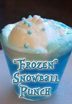 """Frozen"" Snowball Punch: cup blue Hawaiian Punch (or other blue-tinted beverage) cup lemon-lime soda (the clear kind) 1 scoop vanilla ice cream edible pearls Frozen Theme, Frozen Birthday Party, 3rd Birthday Parties, Birthday Ideas, 2nd Birthday, Birthday Recipes, Frozen Party Punch, Frozen Party Food, Olaf Party"