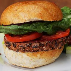 black bean and roasted red pepper veggie burger (black beans, red peppers roasted, cornmeal) Vegetarian Recipes Easy, Veggie Recipes, Whole Food Recipes, Cooking Recipes, Healthy Recipes, Burger Recipes, Lamb Recipes, Chicken Recipes, Vegetarian Cooking