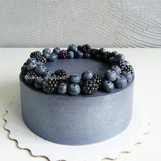 Black Wedding cake // 3,253 mentions J'aime, 89 commentaires – ТОРТЫ, ДЕСЕРТЫ Москва. (@larisa_shipilova) sur Instagram : « Кааак же я хотела сделать чёрный/серый торт✴ или что-то такое экстра-, даже задумала такой на свой… »