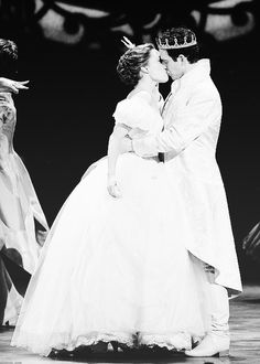 Laura Osnes and Santino Fontana left Cinderella on Broadway :(