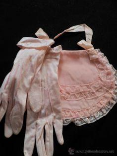 Bolso antiguo de mano en color rosa coquillage con guantes a juego años 1900