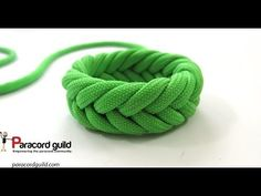 In this tutorial we tie the 3 pass Spanish ring knot. This version is a bit more…