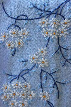 Toalla de dedo azul vintage con flores bordadas mano