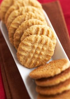 You can't beat classic peanut butter cookies. These soft, chewy and moist cookie desserts are a kid-favorite. Only 25 minutes of prep is required for this easy dessert that's perfect for a potluck or to pack in a school lunch! Classic Peanut Butter Cookies, Butter Cookies Recipe, Peanut Butter Recipes, Yummy Cookies, Better Homes And Gardens Peanut Butter Cookie Recipe, Cookie Desserts, Just Desserts, Cookie Recipes, Delicious Desserts