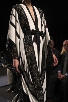 love the stripes created by the lace Arab Fashion, Russian Fashion, African Fashion, Modest Fashion, Women's Fashion Dresses, Collection Eid, Kaftan Designs, Modern Abaya, Modest Wear