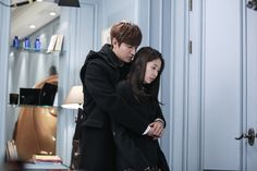 Korean Drama The Heirs (Inheritors) Episode 20 Recap by joonni.Tan and Young Do stand apart, but together, looking Recap The Heirs Choi Jin Hyuk, Kang Min Hyuk, Park Shin Hye, Boys Over Flowers, Asian Actors, Korean Actors, Korean Dramas, The Heirs Kdrama, Live Action