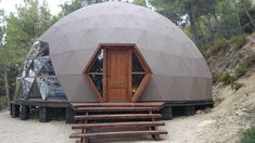 Geodesic domes for events, glamping and living - Canadian distributor Geodesic Dome Homes, Geodesic Dome Greenhouse, Dome Structure, Dome Tent, Dome House, Earth Homes, Natural Building, Earthship, Round House