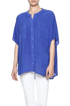 Flowy button down tunic with double pocket and a cutout detail in back. This top can be dressed up or dressed down. It will go perfectly with white jeans and heels or cutoffs and sandals!  Button Down Tunic by Splendid. Clothing - Tops - Button Down Clothing - Tops - Short Sleeve Dallas Texas