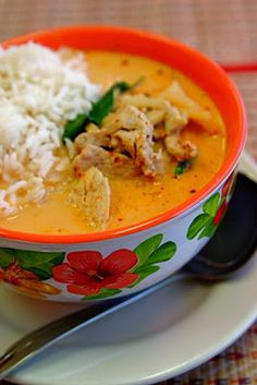 Just like New Thai's Curry Chicken! Easy Red Curry with Chicken & Jasmine Rice. This recipe is one of our all-time favorites! Like a mini-vacation in a foreign country, it's an exotic flavor escape after a busy day at work. Thai Curry Recipes, Soup Recipes, Chicken Recipes, Cooking Recipes, Thai Kitchen Red Curry Paste Recipe, Thai Coconut Curry Recipe, Best Chicken Curry Recipe, Recipies, Coconut Bowl