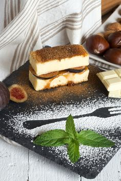 Cheesecake with figs and strawberry jam by huertas19