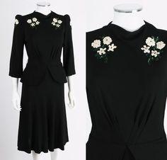 VTG 1940s BLACK RAYON CREPE FLORAL SEQUIN PEPLUM COCKTAIL DRESS SZ S
