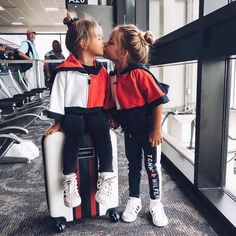 kids airport outfits are too gorge! via - These kids airport outfits are too gorge! Cute Babies, Baby Kids, 3 Kids, Taytum And Oakley, Stylish Kids, Trendy Kids, Baby Girl Fashion, Cute Kids Fashion, Beautiful Children