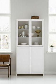 収納家具は最小限に減らして、そこに入りきらないものは捨てましょう。