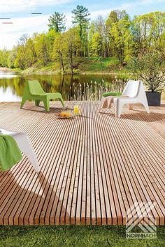 Terrassendiele aus Lärche - #terassegestalten - Pinutex, das verlegefertige Terrassenmodul - ein Produkt der Natur, sympathisch im Auftritt und gestalterisch eine gelungene Verbindung zwischen Haus und Garten. Die Module werden mit der Unterlagscheibe und einer passenden Schraube auf der Unterkonstruktion fixiert. Die einzelnen Leisten sind aus Sib. Lärche und deshalb sehr langlebig. Durch die Bewitterung fängt das Holz mit der Zeit an zu vergrauen und bekommt eine natürliche Patina. Falls…