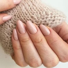 False nails have the advantage of offering a manicure worthy of the most advanced backstage and to hold longer than a simple nail polish. The problem is how to remove them without damaging your nails. Teen Nail Art, Teen Nails, Neutral Nails, Nude Nails, Matte Nails, Pink Nails, Beige Nails, Hair And Nails, My Nails