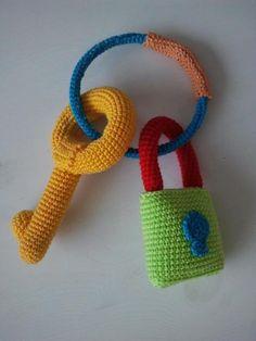Babyrammelaar sleutels aan ring - made by Boukje
