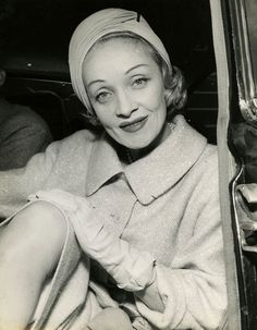 For the lovely German-American actress and screen icon, Marlene Dietrich. Old Hollywood Stars, Vintage Hollywood, Classic Hollywood, Hollywood Style, Marlene Dietrich, Rita Hayworth, American Illustration, Great Women, Hollywood Fashion