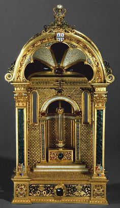 Reliquary Vansteigoltist Ian (aka Master John)  Portugal, c. 1520  Gold, enamel, emeralds, rubies, a diamond and a pearl  A 35 x W 15.5 x D 12 cm  DOMINATE. IESV. XPE. FLUSH. PATRIS. GRANTS. NOBIS. FAMYLIS. TVIS MISERICORDIE: TVE. TVE. MORTIS. GRAVISSIME. DVLCISIME  Convento da Madre de Deus, Lisbon, 1883  MNNA inv. Our 106. Museu Nacional de Arte Antiga