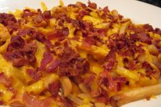 Alice and the Mock Turtle: Cheesy Bacon Fries with Ranch Dip. totally making these on a cheat day. Sauce Cheddar, Bacon Cheese Fries, Fondue, French Fries Recipe, Homemade Coleslaw, Food Goals, Food Cravings, Cooking Recipes, Bacon Recipes