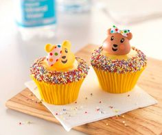 Get your paws on these adorable Bear treats yummy Bear Cupcakes, Yummy Cupcakes, Children In Need Cupcakes, Baby Shower Souvenirs, Ring Cake, Greggs, Bake Sale, No Bake Cake, Fundraising