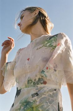 This San Francisco–Based Label Is Dressing Some of the Most Powerful Women in Tech Beauty Full Girl, Beauty Women, Organza Dress, Silk Organza, Fashion Oops, Hand Painted Dress, Painted Silk, Teen Girl Poses, Transparent Clothes