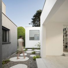 House extension with stepping stones leading inside by Haberstroh Schneider Architekten