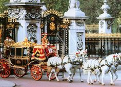 QUEEN'S IRISH STATE COACH COMING OUT OF BUCKINGHAM PALACE