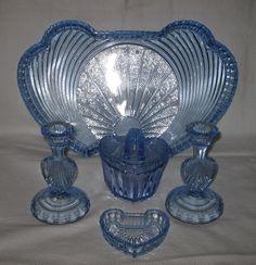 Reich trinket set Dresser Sets, Pressed Glass, Vanity Set, Vintage Glassware, Shades Of Blue, Depression, Sculpture, Powder Room, Dressing Tables