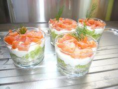 http://cookingfeelili.blogspot.fr/2012/03/verrine-avocat-saumon-fume-et-chantilly.html