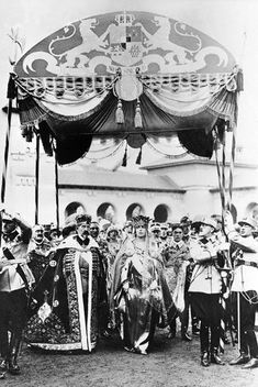 The coronation of King Ferdinand I and Queen Maria ( Alba Iulia, 1922 ). Michael I Of Romania, Maud Of Wales, Romanian Royal Family, Central And Eastern Europe, Casa Real, Blue Bloods, Queen Mary, Black And White Portraits, Royal Weddings