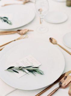 minimalist wedding table decor rose gold flatware
