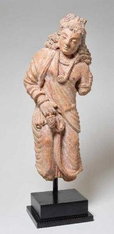 STEHENDER BODHISATTVA MIT WALLENDEM HAAR - Rötliche Terrakotta. Gandhara, ca…