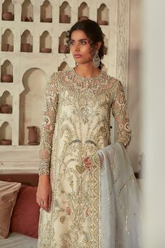 Simple Pakistani Dresses, Pakistani Bridal Dresses, Pakistani Dress Design, Pakistani Outfits, Walima Dress, Shadi Dresses, Pakistani Fashion Party Wear, Pakistani Couture, Beaded Evening Gowns
