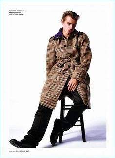 Ben Allen dons an oversized houndstooth coat from British brand Burberry. Mens Fashion Blazer, Plaid Fashion, Houndstooth Coat, The Fashionisto, Model Magazine, Blazer With Jeans, Casual Fall Outfits, Editorial Fashion, Street Wear