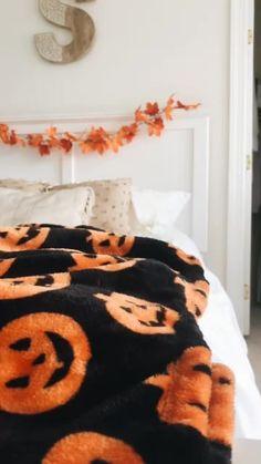 VSCO - Selma-Lindquist - - Halloween Ideen - Welcome Education Decoration Haloween, Halloween Room Decor, Halloween House, Fall Halloween, Halloween Gifts, Happy Halloween, Halloween Party, Fall Bedroom Decor, Fall Home Decor