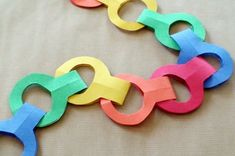 World Preschool Mom: Stapleless Paper Chains - Great for Acts lessons Preschool Bible, Bible Activities, Preschool Crafts, Sunday School Lessons, Sunday School Crafts, Kids Crafts, Paul And Silas, Bible Story Crafts, Paper Chains