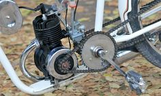 Besutan roundtank bisa dibilang transisi antara sepeda goes dengan sepeda bermesin yang jadi cikal bakal munculnya sepeda motor. Makanya pada kuda besi ini rangka yang diaplikasi masih mengandalkan sasis yang beserta kelengkapannya mirip sepeda onthel. Moped Bike, Chopper Bike, Motorcycle Bike, Gas Powered Bicycle, Bicycle Engine, Custom Moped, Motorised Bike, Minibike, Push Bikes