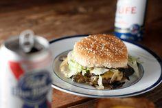 74) John T Burger, Hog & Hominy, Memphis -- The 101 Best Burgers in America  (parece que não só o hamburger é bom! mas as comidas tb!)